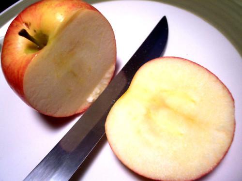 rozkrojene-jablko